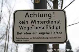 Achtung! kein Winterdienst  Wege beschädigt  Betreten auf eigene Gefahr