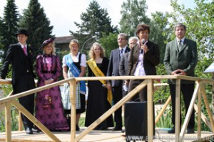 Lucia Puttrich opens the nature trail at the Hessentag in Oberursel