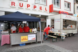 Ruppel in the pedestrian area of Oberursel during the Hessentag