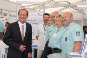 Minister Wintermeyer visiting the Hauptzollamt Giessen stand at the Hessentag in Oberursel