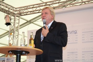 Ministerpräsident Volker Bouffier answering questions at the Hessentag in Oberursel