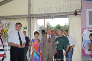 Volker Bouffier enters the tropical tent at the Hessentag in Oberursel