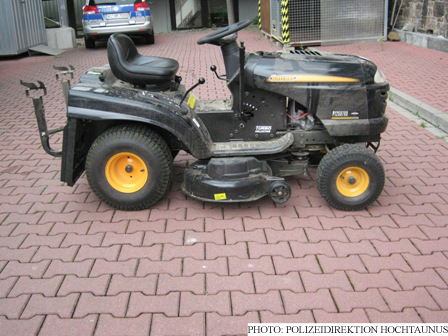 Rideable lawn mower (Photo: Polizeidirektion Hochtaunus)