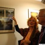 Angela Behrs and Hans-Georg Brum looking at Oh, wie schön ist der Maasgrundby Christa Schwermann