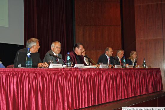 http://www.allthingsgerman.net/oberursel/wp-content/uploads/2013/04/buergerversammlung-bahnhofsareal-1.jpg