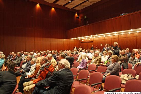 http://www.allthingsgerman.net/oberursel/wp-content/uploads/2013/04/buergerversammlung-bahnhofsareal-3.jpg