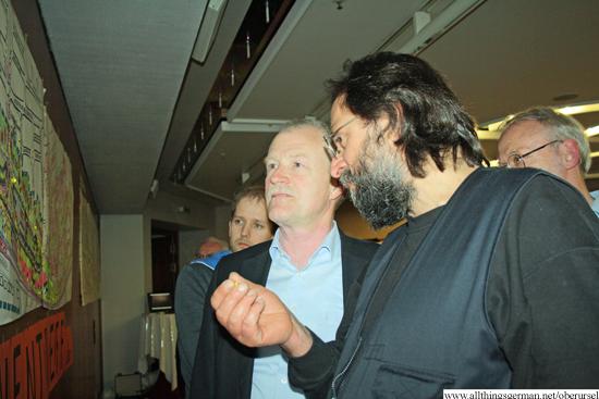 http://www.allthingsgerman.net/oberursel/wp-content/uploads/2013/04/buergerversammlung-bahnhofsareal-6.jpg