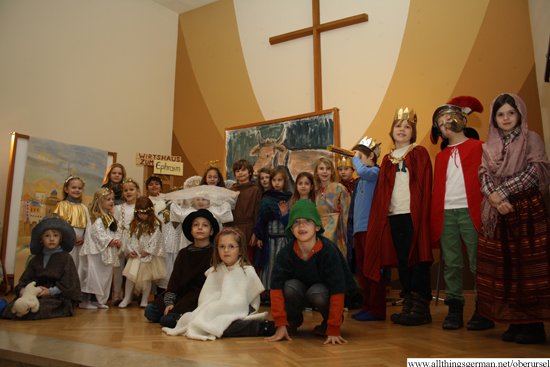The cast of the play on stage in the Auferstehungskirche