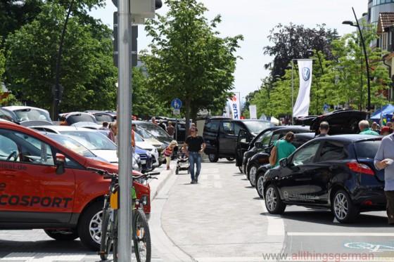 Autos in der Allee 2014