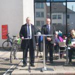 Mayor Hans-Georg Brum and Dr. Christoph Müllerleile at the Epinay-Platz
