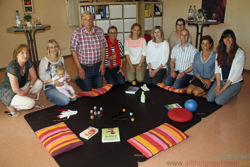 Trainers and partners at the Kifaz in Rosengärtchen celebrate 5 years of courses