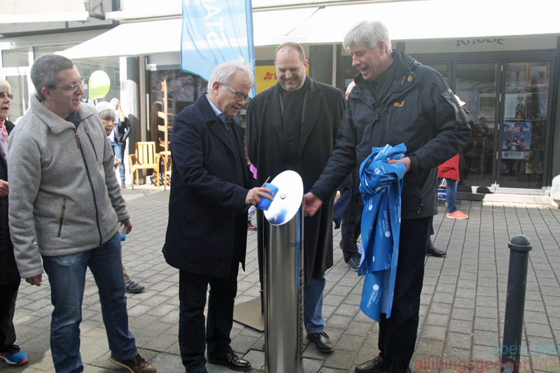 Unveiling the drinking fountain in the Kumeliusstrasse on Saturday, 24th March, 2018.