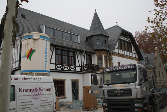 Oberursel Station: The front from within the building site