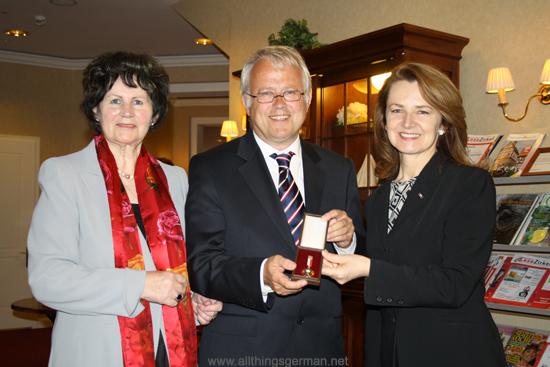 Ilse Schwarz-Schiller, Hans-Georg Brum and Jolanta Róża Kozłowska at the presentation ceremony