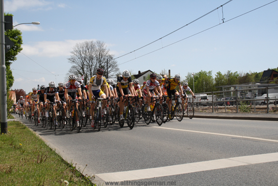 Rund um den Finanzplatz Eschborn-Frankfurt - The Juniors pack passes the Jandorf factory site
