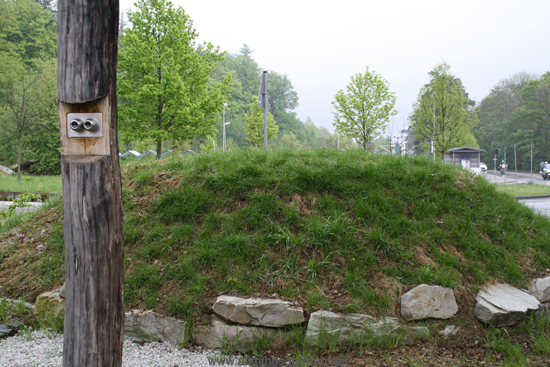 A telescope into the past at the burial mound opposite the U-Bahn Station Hohemark in Oberursel