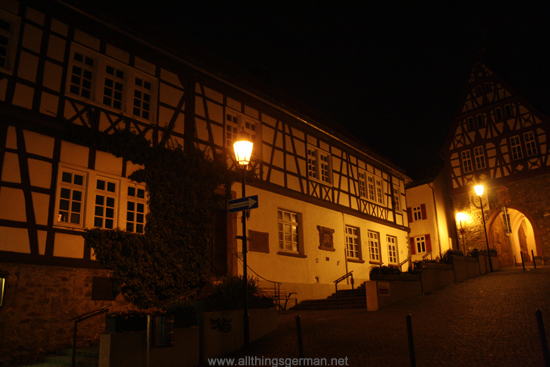 The Vortaunusmuseum and Altes Rathaus (old town hall) during a full moon