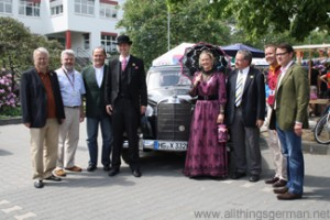 Hans-Georg Brum and the Hessentagspaar at the automobile collection