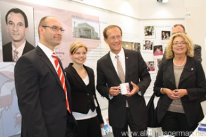 Minister Wintermeyer with his staff in Hall 1 at the Hessentag in Oberursel