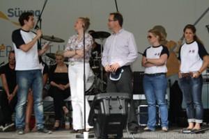 Bastian Korff with Prof.Dr. Luise Hölscher and Jörg Schmidt on the Süwag stage during the Hessentag in Oberursel