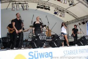 Jennifer Braun and the band Rewind sing -Jetzt und für immer- at the Hessentag in Oberursel