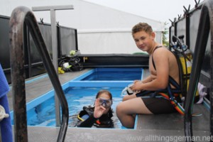 Yannik Peter (r) and instructor Elke Römer (l) prepare to dive in the trailer tank at the Hessentag in Oberursel