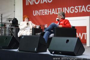 Jutta W. Thomasius talking to Ulrich Müller-Braun during the Hessentag in Oberursel