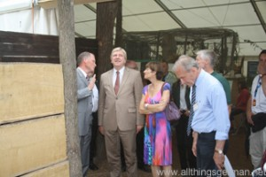 Volker Bouffier in the Zangentuer at the Hessentag in Oberursel
