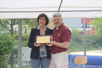 Dr. Michael McKay presenting Astrid Kastening with the Mark E. Ulfers Leadership Award