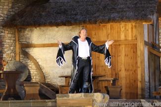 Wolfgang Lippert as Abellin