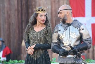 Queen Margrethe of Denmark (Daniela Kiefer) plotting with Swarte Skaaning (Mario Ramos)