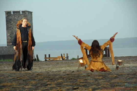 Wolfgang Lippert singing as Nadeshda (Anika Lehmann) summons her God 'Perun'