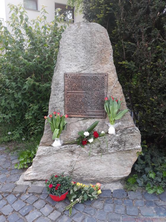 Gedenkstein am Rathausplatz, 8th May 2020