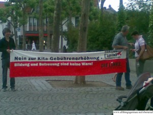 Protests on the Rathausplatz before the town council meeting