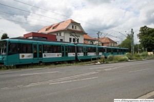 A double-unit U3 train crossing the road in Bommersheim