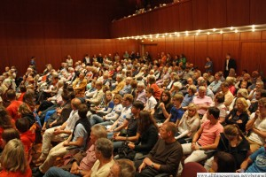 The audience in the Stadthalle