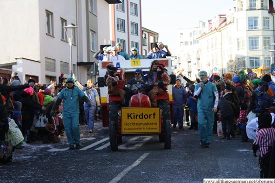 Kolpingfamilie Kirdorf crossing the Epinay-Platz