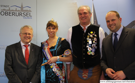 Mayor Hans-Georg Brum with Brunnenkönigin Vanessa I., Brunnenmeister Harry Hecker and Treasurer Thorsten Schorr