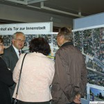 Hans-Georg Brum discussing the plans with residents