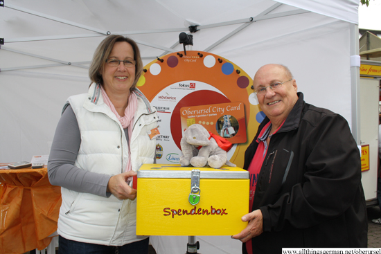 Schüssel collecting the donations at the autumn market