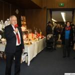 Mayor Hans-Georg Brum opening the handicraft market in the town hall