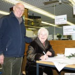 Ursula and Heribert Didden signing the petition for the Yang Family