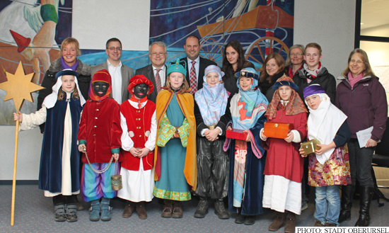 Sternsinger - Carol Singers - at Oberursel's town hall with Christof Fink, Hans-Georg Brum and Thorsten Schorr (left of centre, back row)