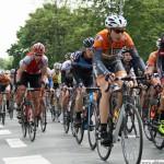 The U23 group passing the Station Rosengärtchen during the cycle race Rund um den Finanzplatz Eschborn-Frankfurt