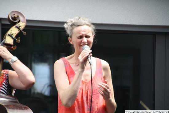 Regina Klein singing My Favourite Things