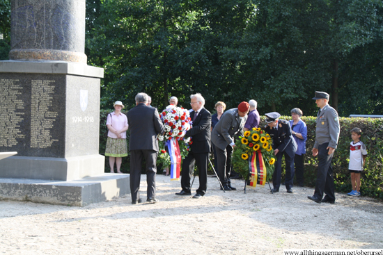 Representatives from the town and the army laying wreaths