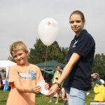 Aaron letting of a balloon with Saskia for the Young Red Cross competition