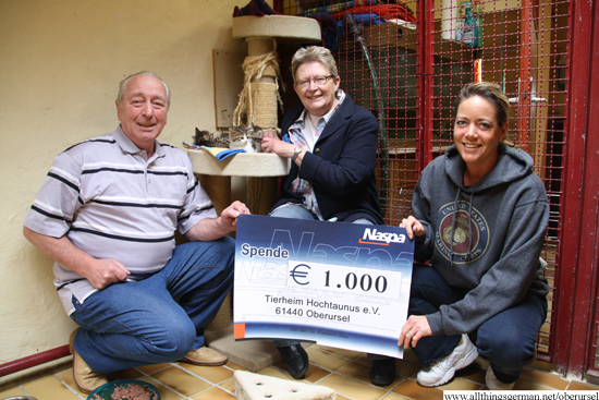 Hans Schubert and Marita Kalthoff presenting a cheque to Nicole Vorlauf