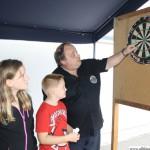 Rüdiger Homm explaining the dart board to Marlene (12) and Tim (8)