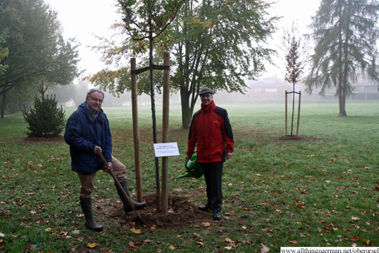 Dr. Christoph Müllerleile and Christof Fink planting the trees in the Rushmoor Park.
